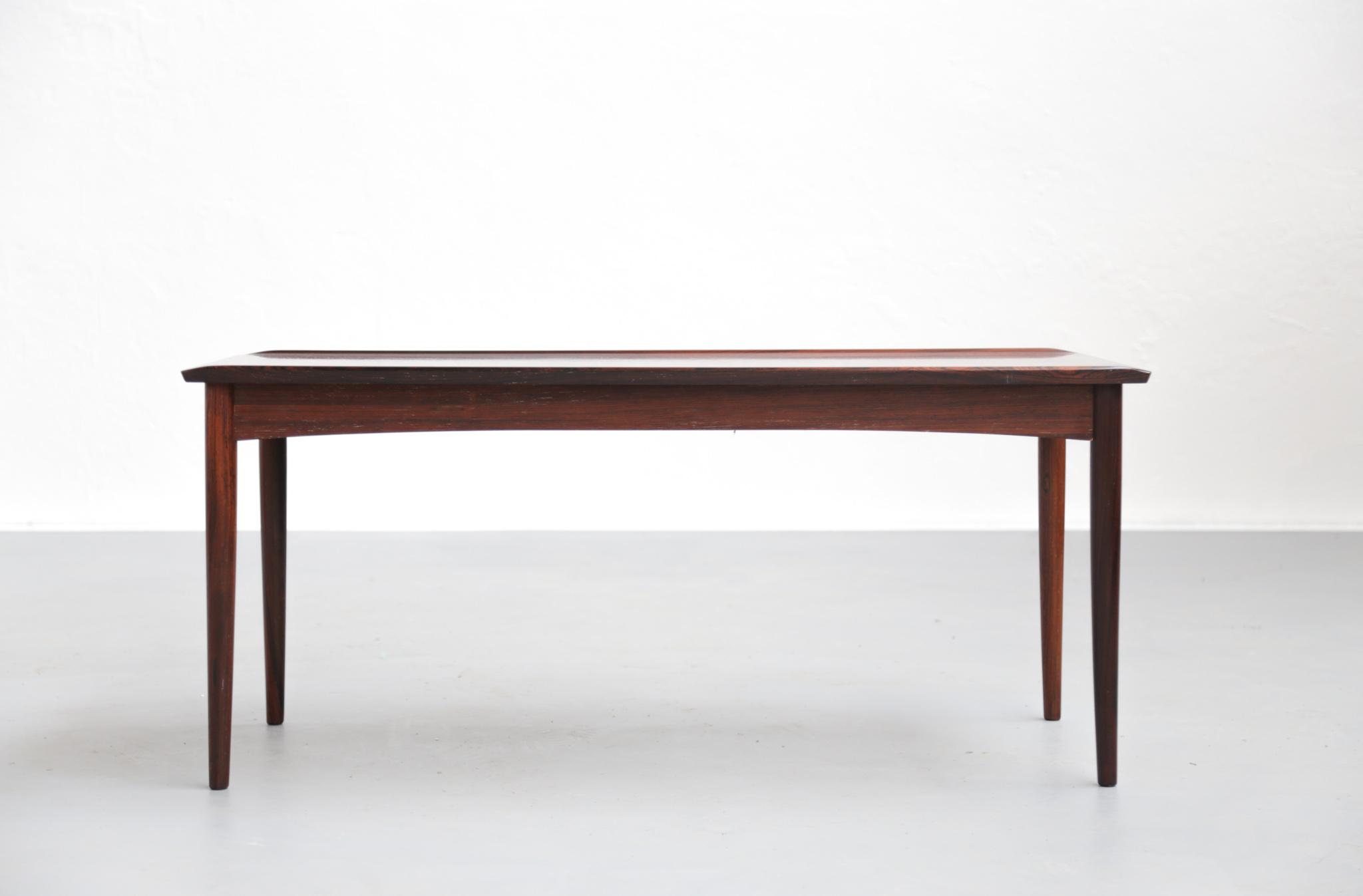 petite table basse danoise en palissandre de rio. Black Bedroom Furniture Sets. Home Design Ideas