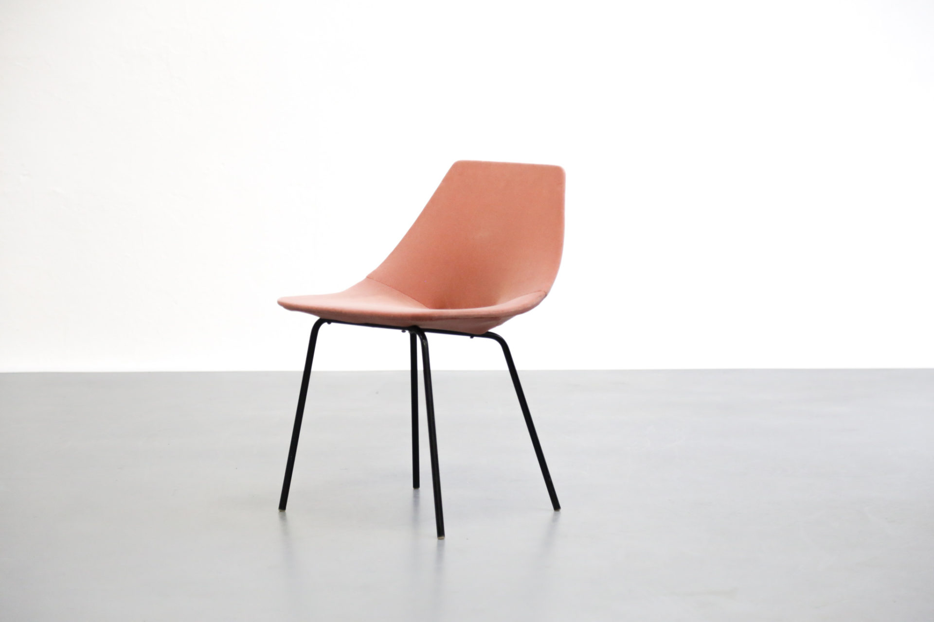 Chaise Tonneau Pierre Guariche french design chair2