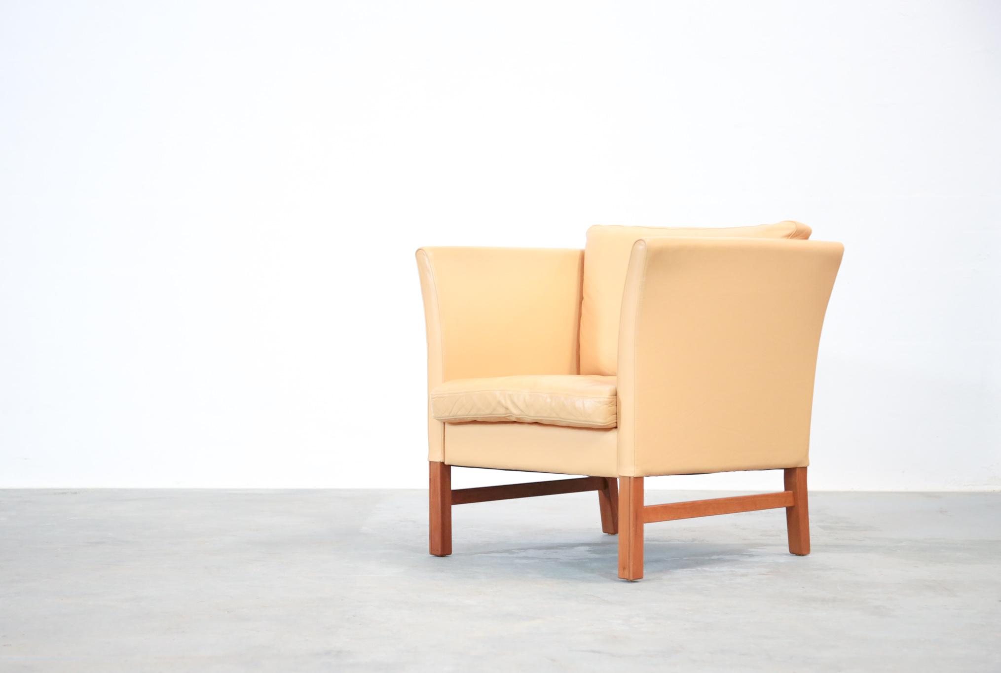 fauteuil danois en cuir beige danke galerie. Black Bedroom Furniture Sets. Home Design Ideas