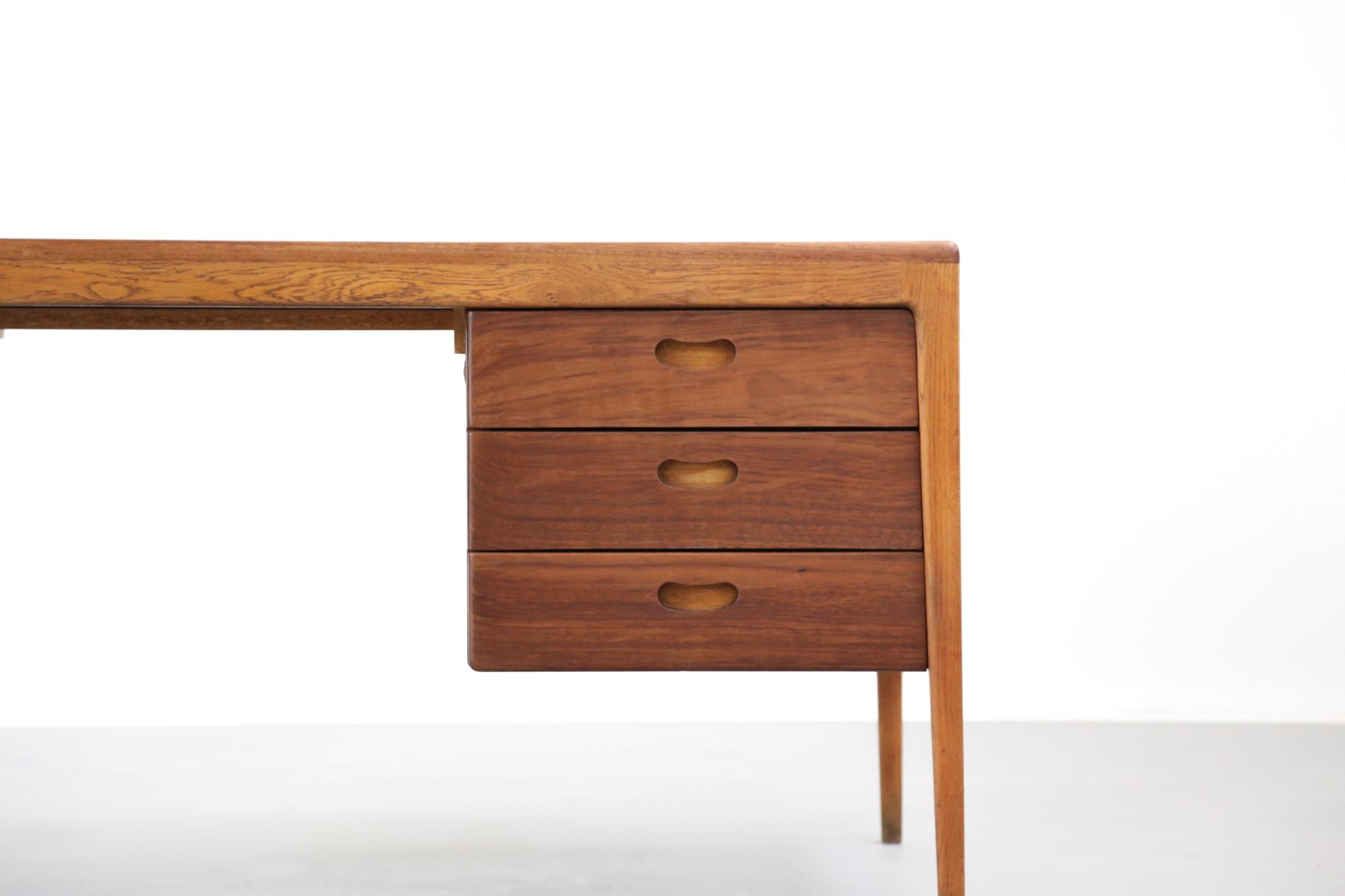 Grand bureau nordique en teck danish desk danke galerie - Petit bureau style scandinave ...