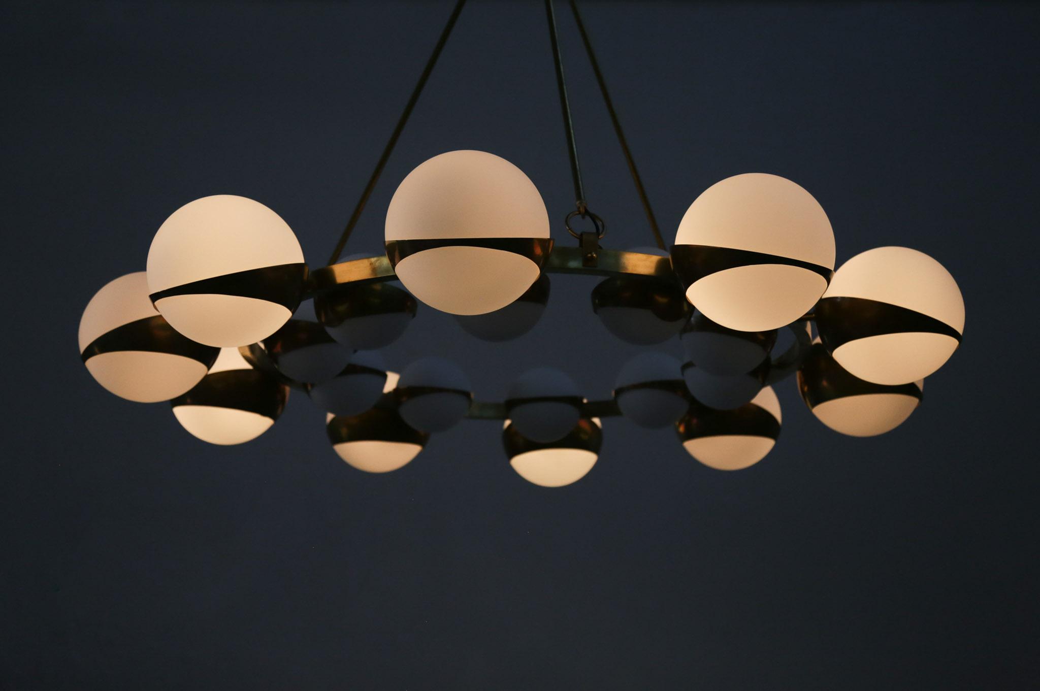 grand lustre italien moderne style stilnovo chandelier. Black Bedroom Furniture Sets. Home Design Ideas