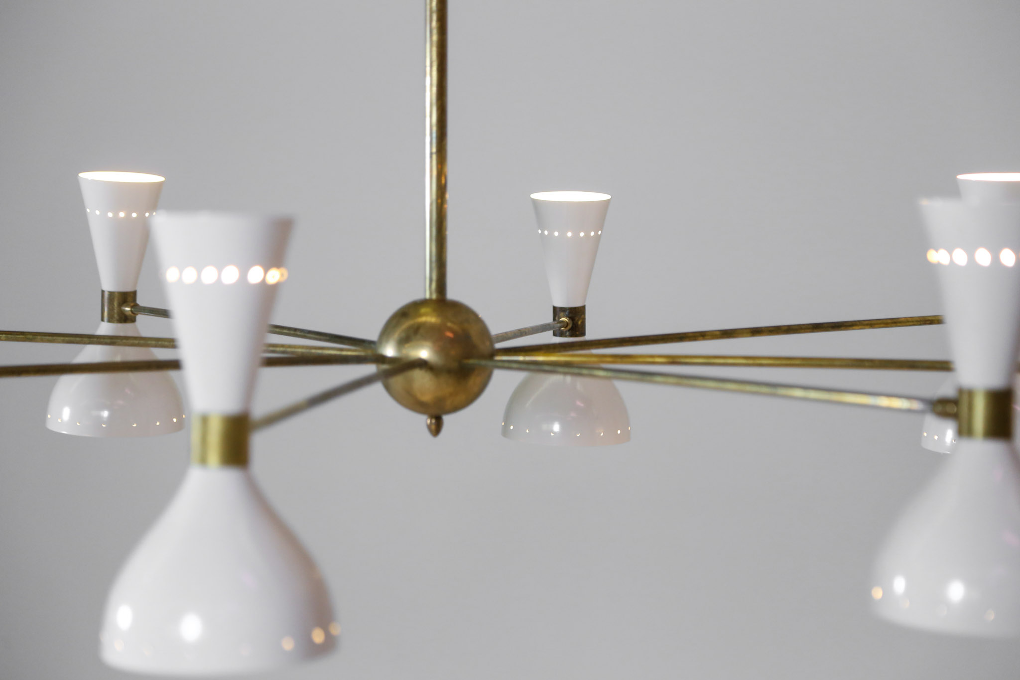 lustre italien contemporain 8 branches beiges style stilnovo danke galerie. Black Bedroom Furniture Sets. Home Design Ideas
