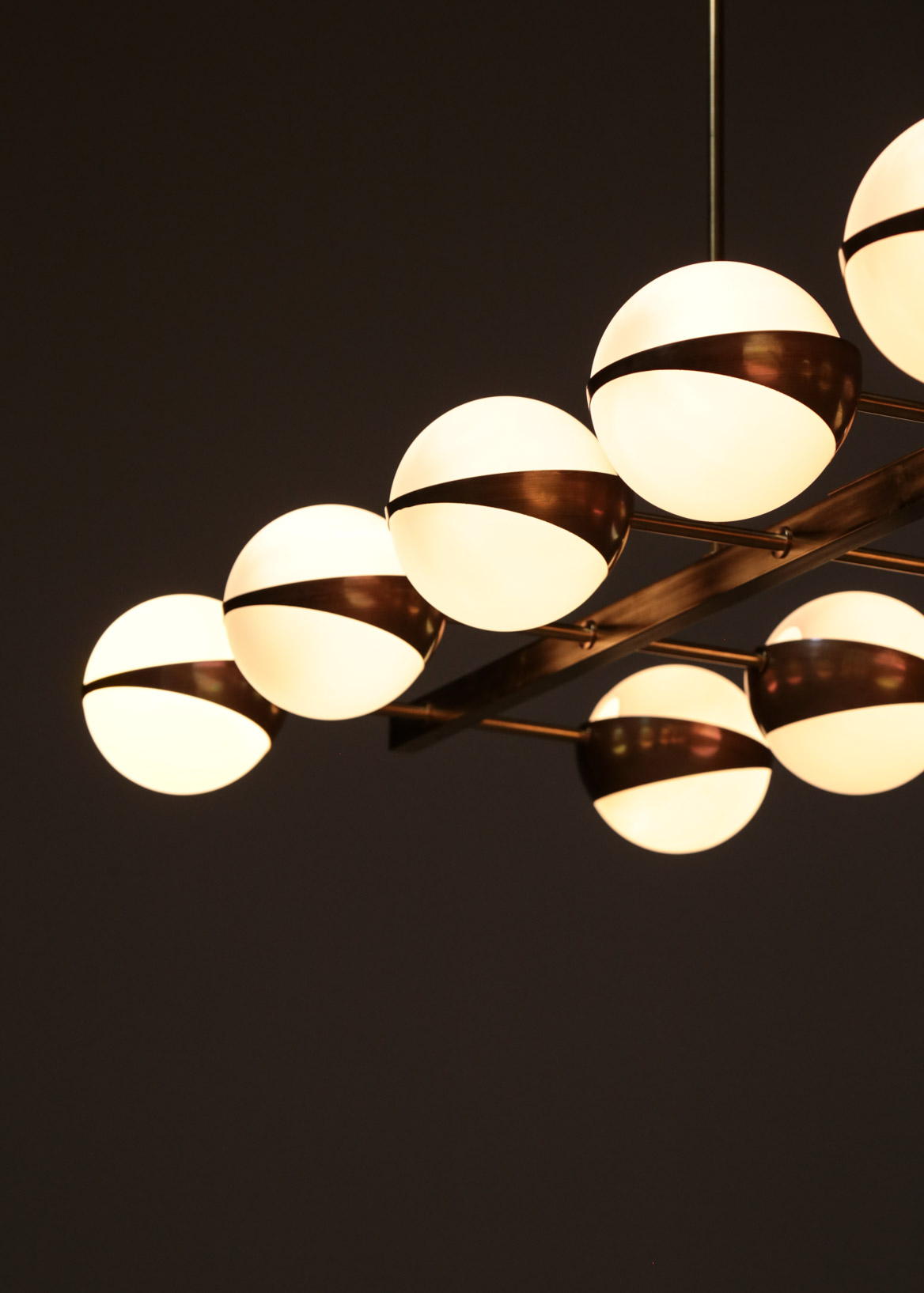 grand lustre contemporain italien 12 opalines style stilnovo danke galerie. Black Bedroom Furniture Sets. Home Design Ideas