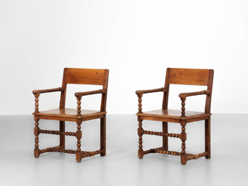 paire de fauteuil en noyer massif renaissance vintage design29
