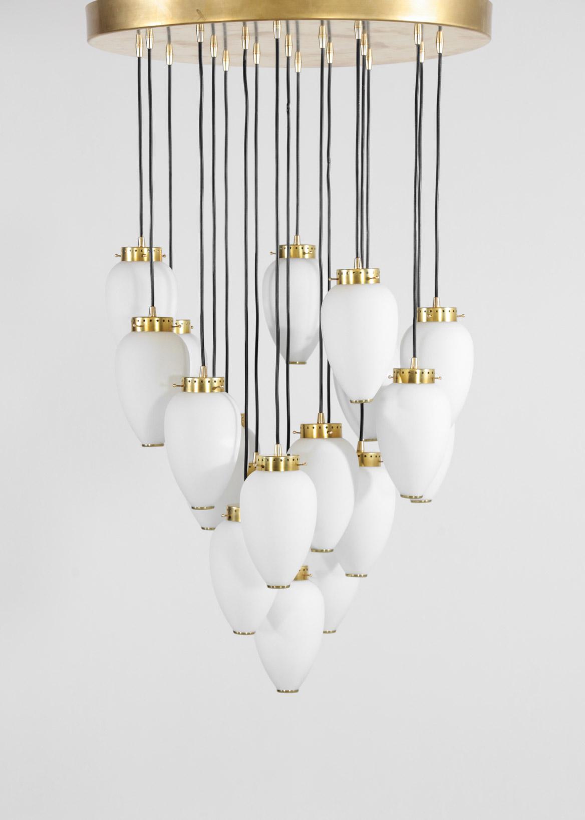 grande suspension de 19 opalines design style hans agne. Black Bedroom Furniture Sets. Home Design Ideas