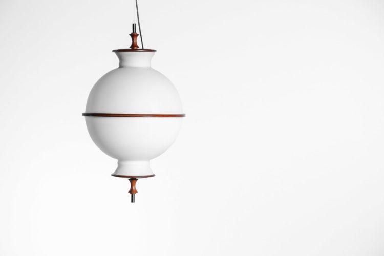 Suspension danoise ronde en opaline et teck années 6028