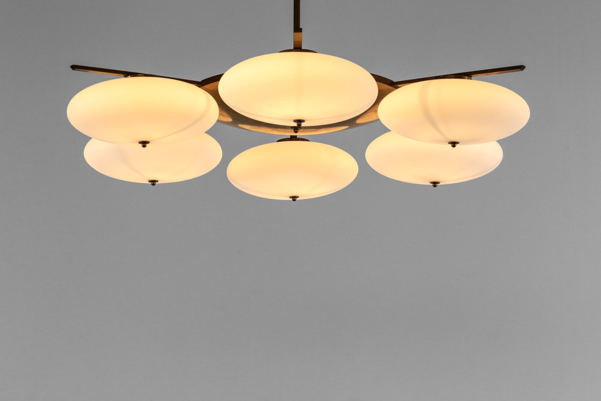grand lustre plafonnier design 6 opalines ovoides style. Black Bedroom Furniture Sets. Home Design Ideas
