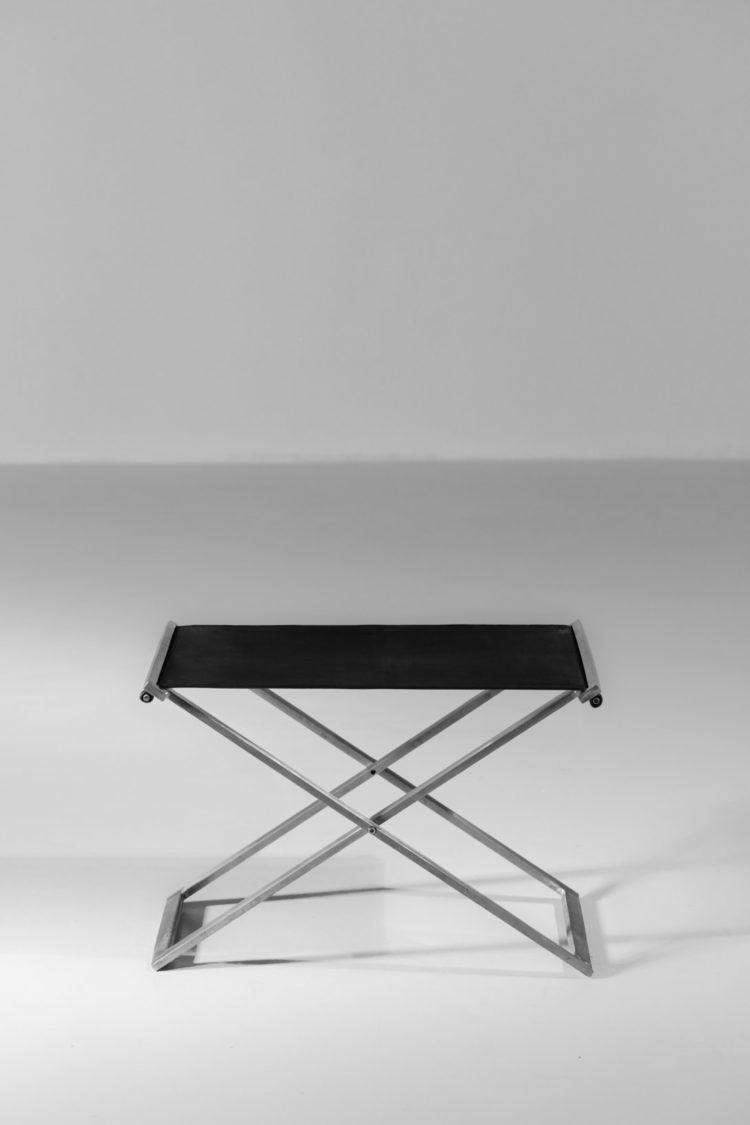 tabouret moderne en acier et cuir style poul Kjaerholm