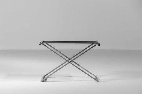 tabouret moderne en acier et cuir style poul Kjaerholm4