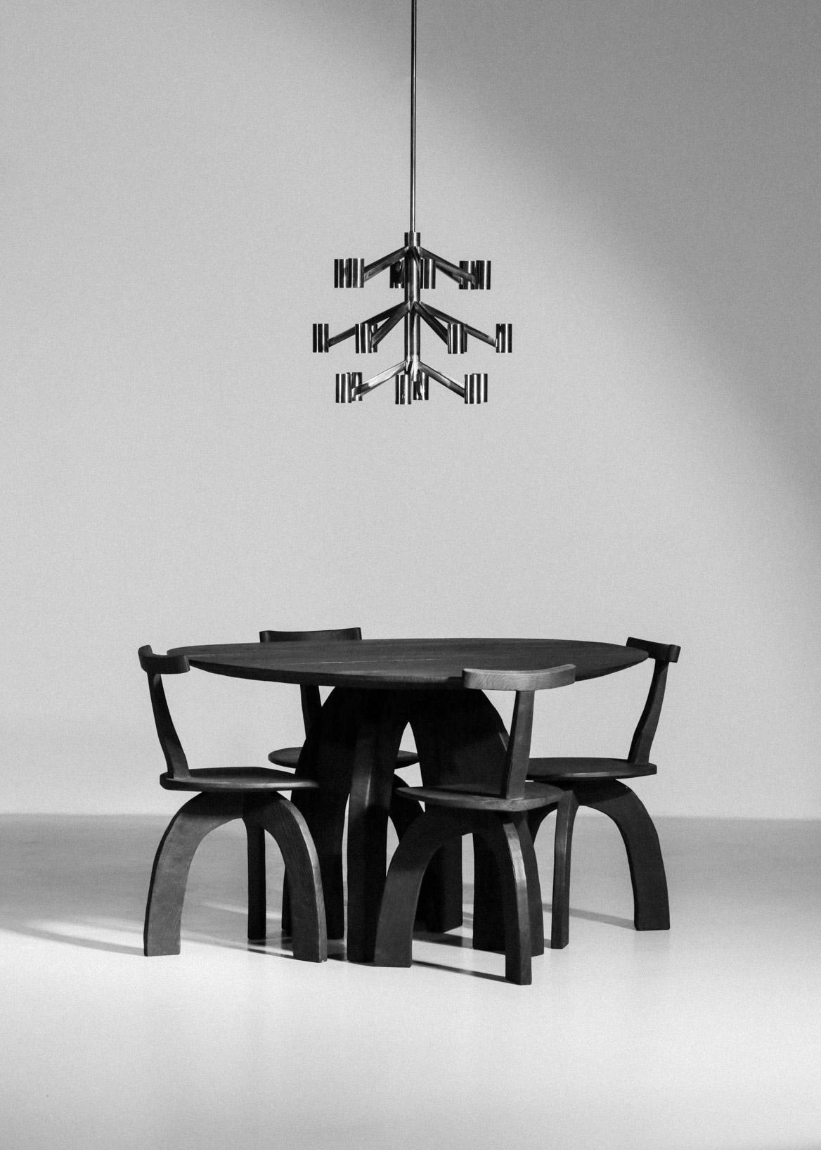 Table à manger vincent vincent danke galerie chaise ebeniste bois brulé44