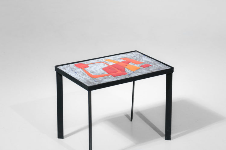 table d'appoint en pierre de lave emaillé années 60 style jean jaffeux5