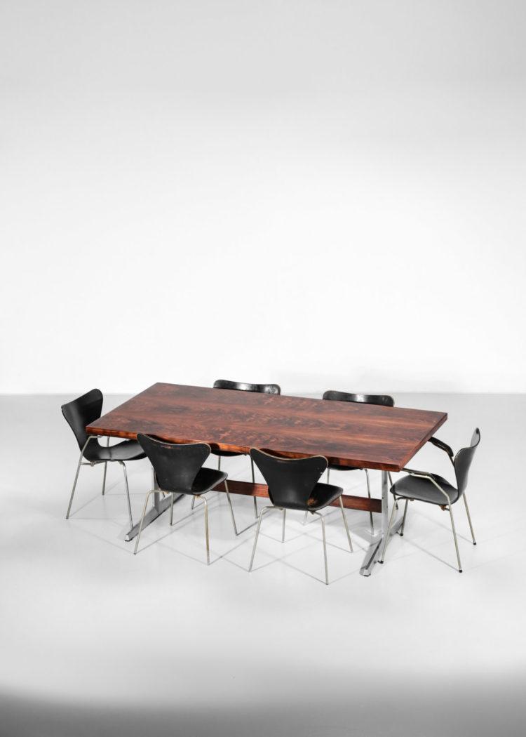 table à manger scandinave en palissandre de rio pietement en fonte d'aluminium