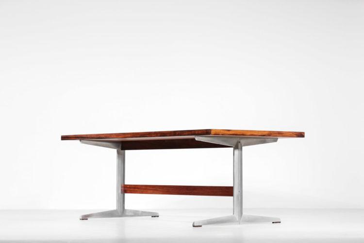 table à manger scandinave en palissandre de rio pietement en fonte d'aluminium5