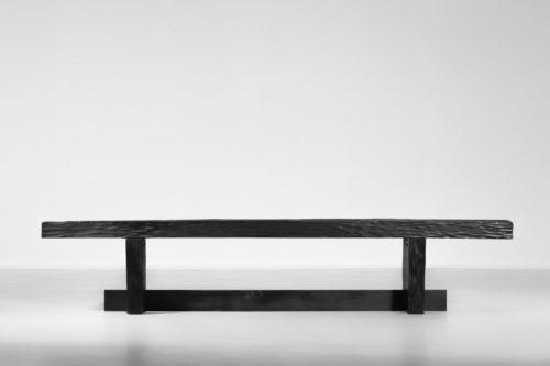 banc table basse en bois bruler travaillé à la gouge5