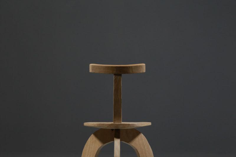 https://www.danke-galerie.com/produit/fauteuil-artisanal-moderne-80-20-par-vincent-vincent-en-chene/