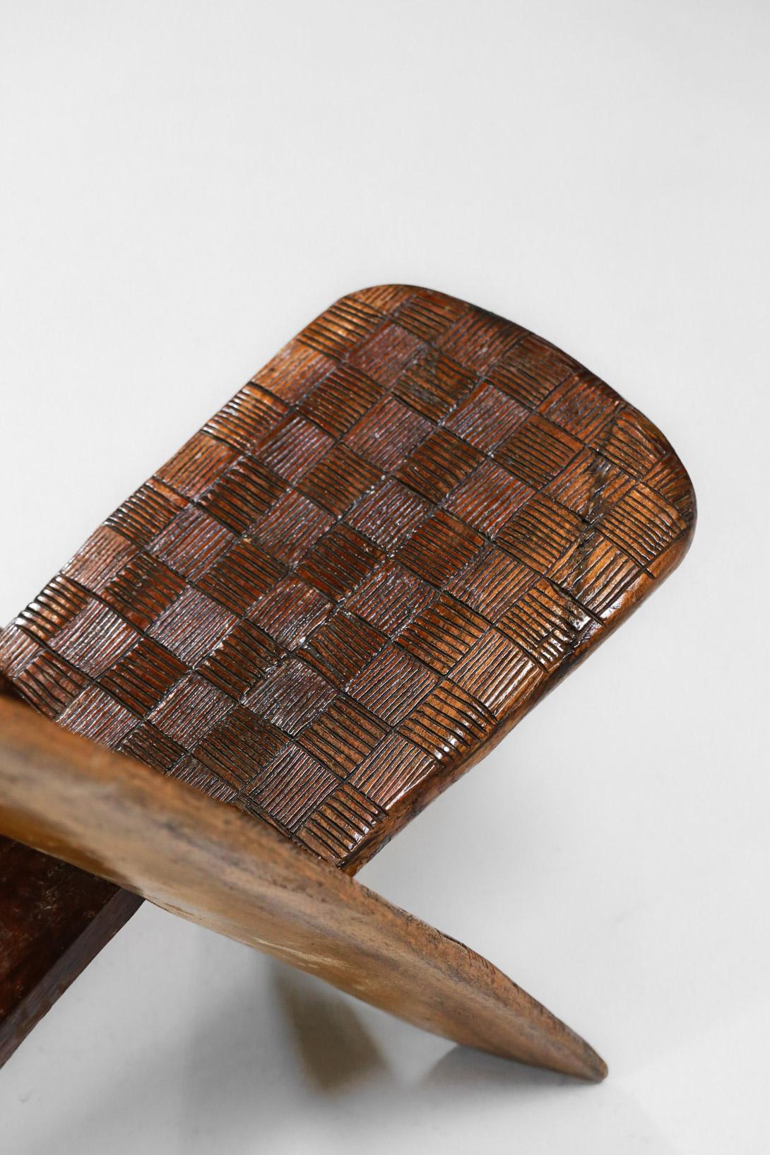 chaise pliable africaine en bois massif decor à damier – Danke Galerie