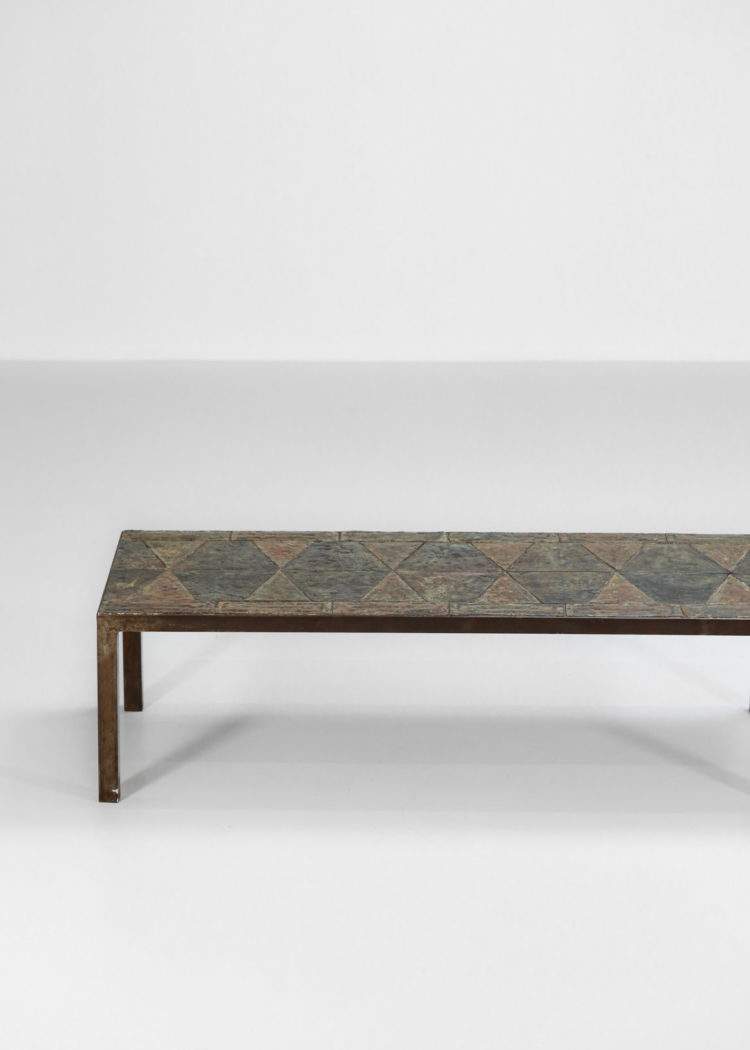 grande table basse brutaliste en pierre de lave emaillé