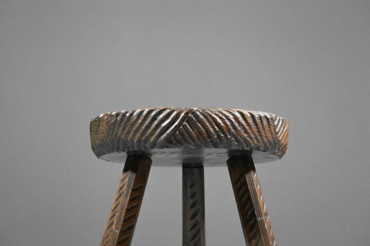 tabouret francais en bois travaillé à la gouge