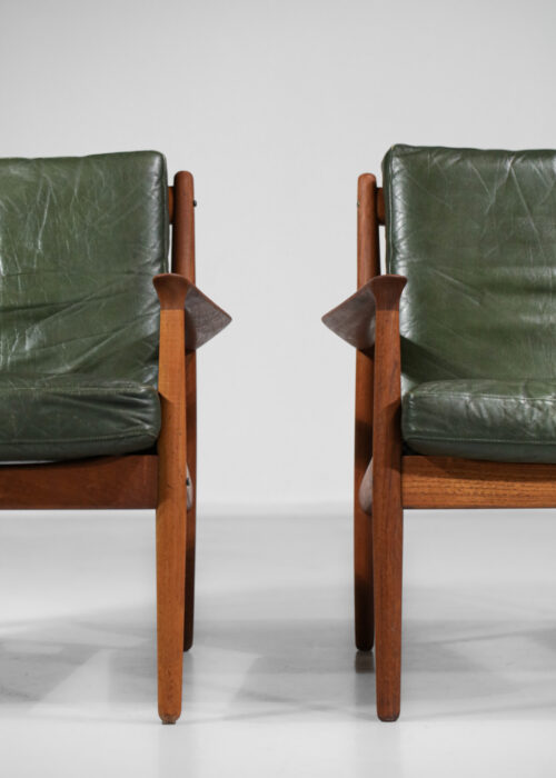 Paire de fauteuils Eriksen Svend Age en teck massif danois scandinave E380