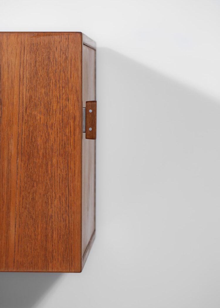 enfilade scandinave suspendue arne vodder en teck tiroir coloré sibast danois E514