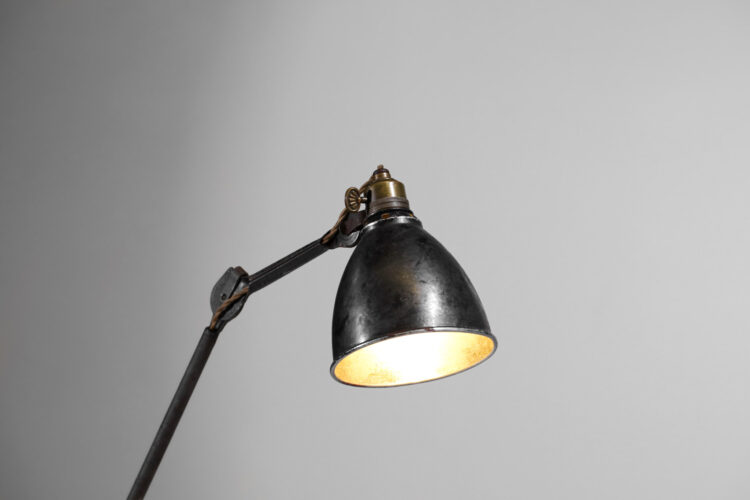 lampe d_atelier sur socle albert albin gras le corbusier F071