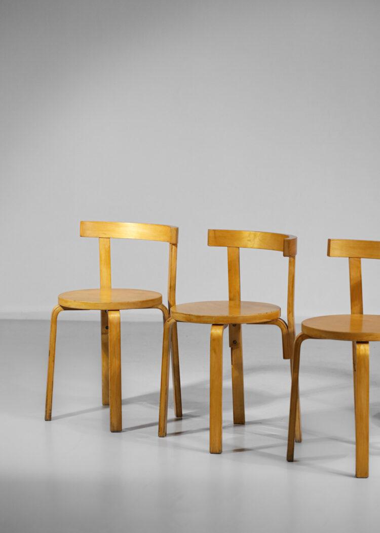 suite de 5 chaises Alvar Aalto modele 68 en boulot thermoformé F114