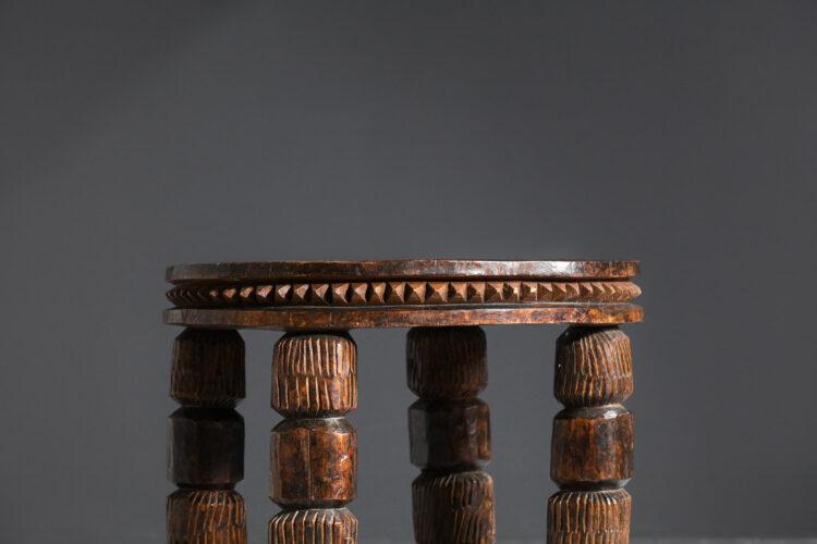 Gueridon bout de canapé africain en bois sculpté années 60 E557
